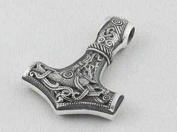 Татуировка молота тора
