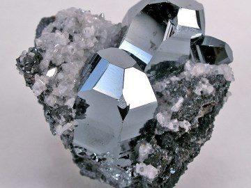 Камень Гематит: свойства, кому подходит, знак зодиака