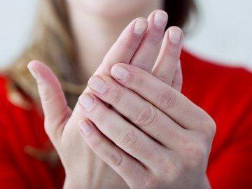 К чему чешется ладонь левой руки – значение приметы