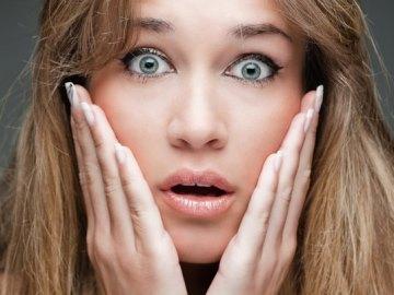 К чему горят щеки у девушек (правая, левая, вечером): приметы, что это значит?