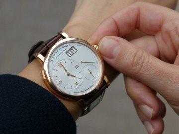 можно ли носить часы на правой руке
