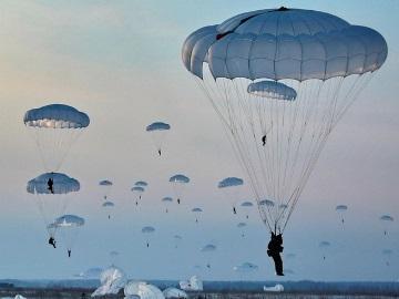 прыгать с парашютом