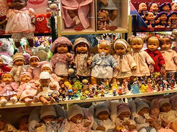 прилавок с куклами