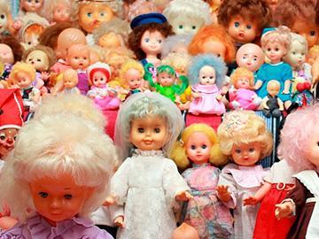 много кукол