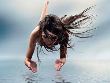 летать над водой