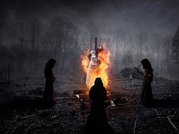ведьма горит на костре